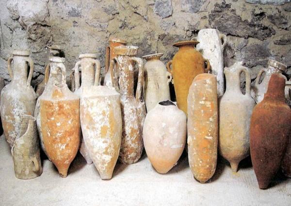 anfore-recuperate-dai-relitti-di-cala-gadir-600x425