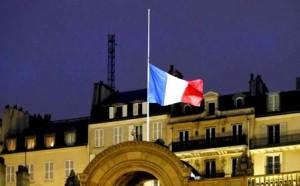 Francia-bandiere-a-lutto (1)