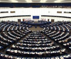 L'utero in affitto 'mina la dignità della donna': l'Europa sentenzia
