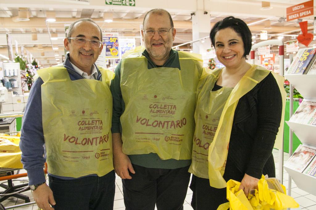 Volontari all'ultima Giornata della Colletta Alimentare - fonte: archivio Banco Alimentare